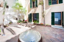 unique villas mallorca luxury ground floor apartment for Sale in Old Town Palma private patio