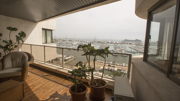uniquevillasmallorca-penthouse-paseo-maritimo-balcony