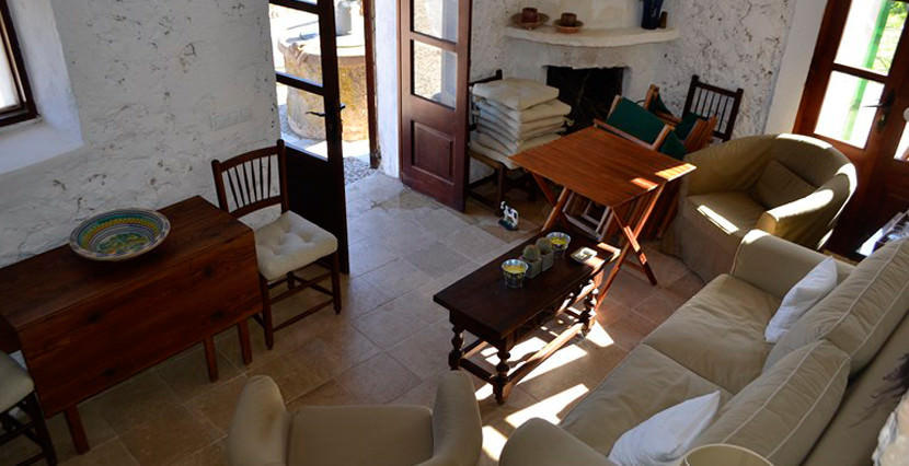 dream country house for sale in Alaro living area