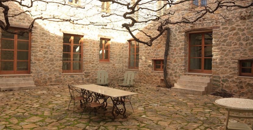 unique villas mallorca impressive manor estate for sale in Puigpunyent patio