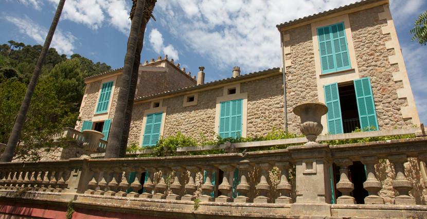 unique villas mallorca magnificent villa for sale in idyllic Valldemossa side view