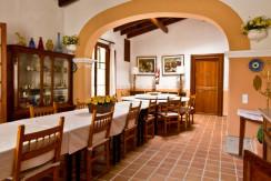 unique-villas-mallorca-modern-country-house-for-sale-in-Alaro-diningroom
