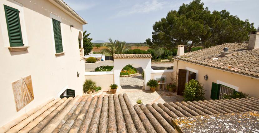unique-villas-mallorca-modern-country-house-for-sale-in-Alaro-skyview