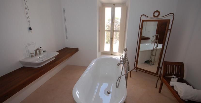 unique villas mallorca wonderful country house for sale in Santanyi bathroom