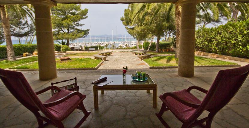 uniquevillasmallorca-dream-villa-for-sale-in-son-ver-porch-area