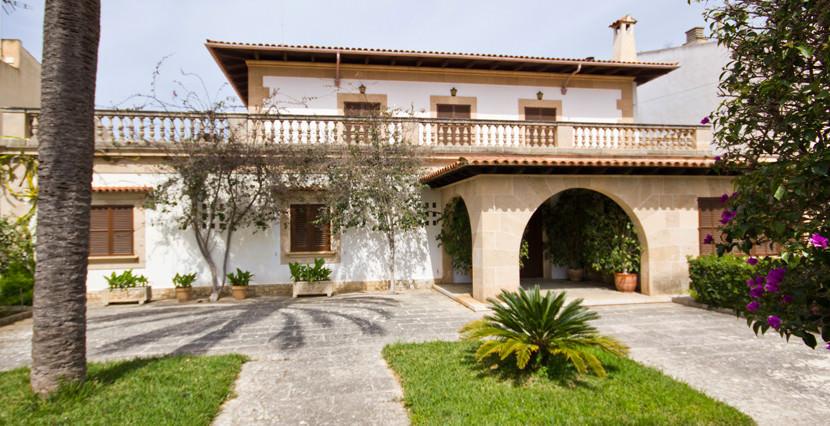 uniquevillasmallorca-dream-villa-for-sale-in-son-veri-garden