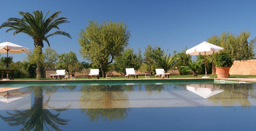 uniquevillasmallorca finca for sale in sencelles entrance swimming pool