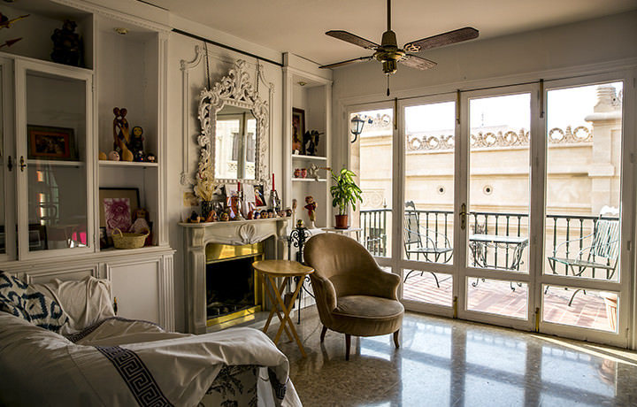 unique-villas-mallorca-old-town-apartment-living-area