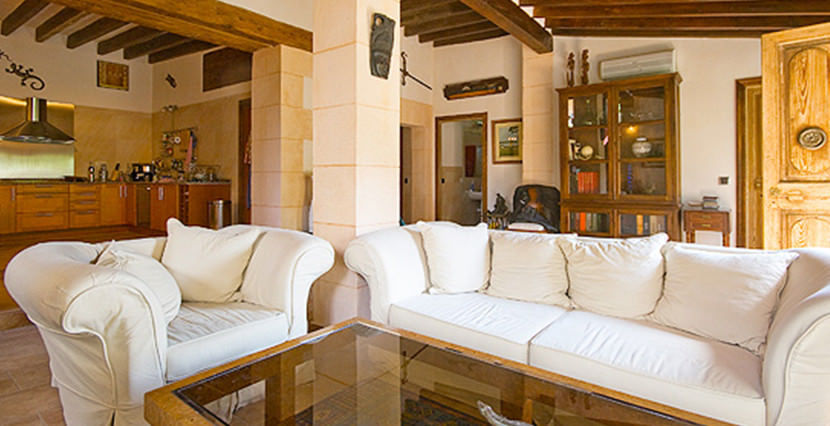 uniquevillasmallorca-historical-property-.jpgold-¡pgtown-of-palma-living-room-view