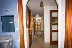 unique villas mallorca Flat to be Reformed for Sale in palma center hallway
