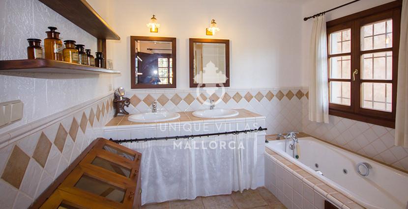 unique villas mallorca finca for sale in sencelles bathroom 2