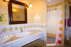 unique villas mallorca finca for sale in sencelles bathroom