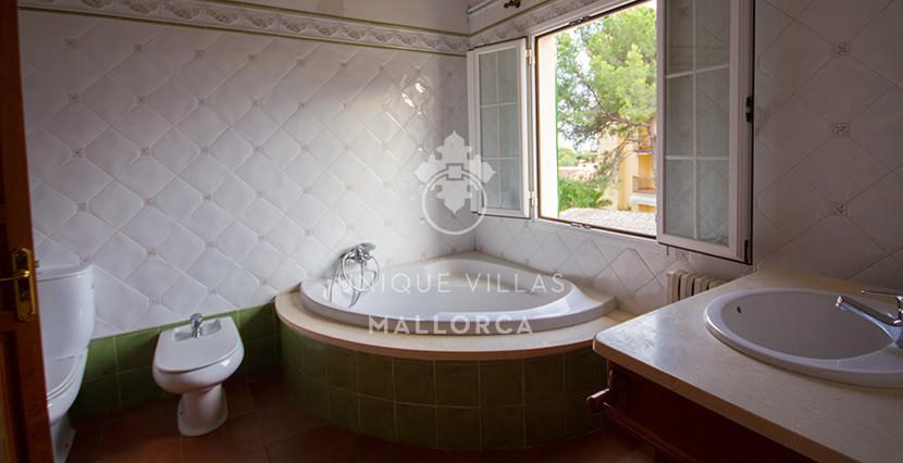 unique villas mallorca house for sale in La Bonanova bathroom 2