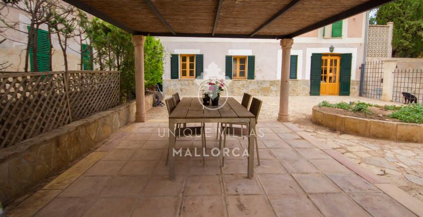 unique villas mallorca house for sale in La Bonanova porch area
