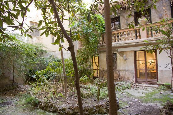 Planta Baja con Romántico Jardín en Venta en el Corazón del casco antiguo de Palma-uvm47b