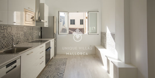 Sunny Third Floor for Sale in Palma Center