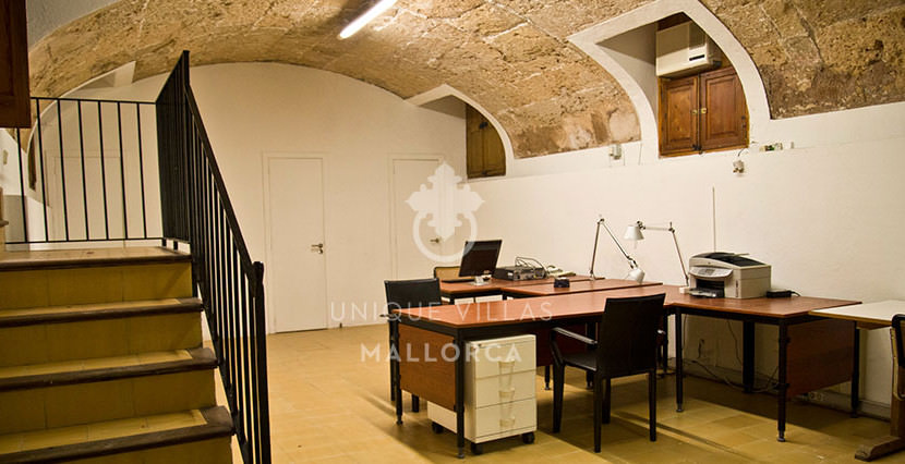 Flat with Character for Sale in Palma Center-uvm130a cellar
