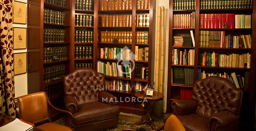Flat with Character for Sale in Palma Center-uvm130a library