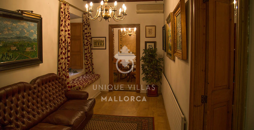Flat with Character for Sale in Palma Center-uvm130a living area