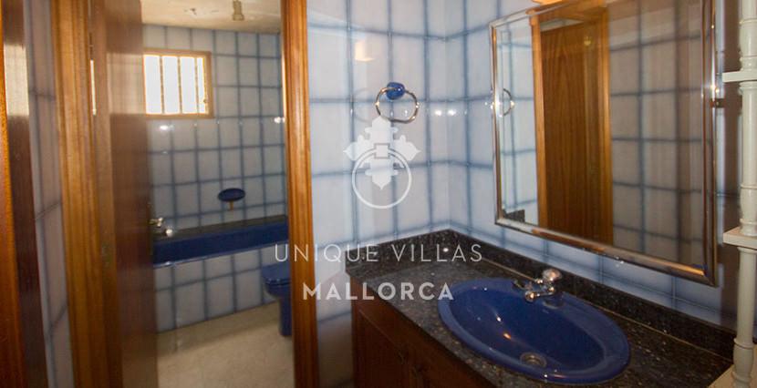 uniquevillasmallorca flat for sale in Palma center bathroom 1