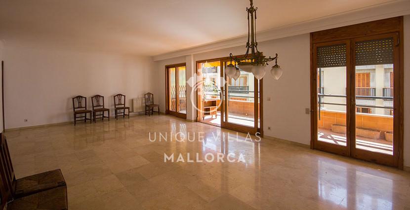 uniquevillasmallorca flat for sale in Palma center dining area