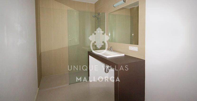 modern ground floor for sale in Santa Ponsa bathroom