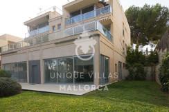 modern ground floor for sale in Santa Ponsa garden view