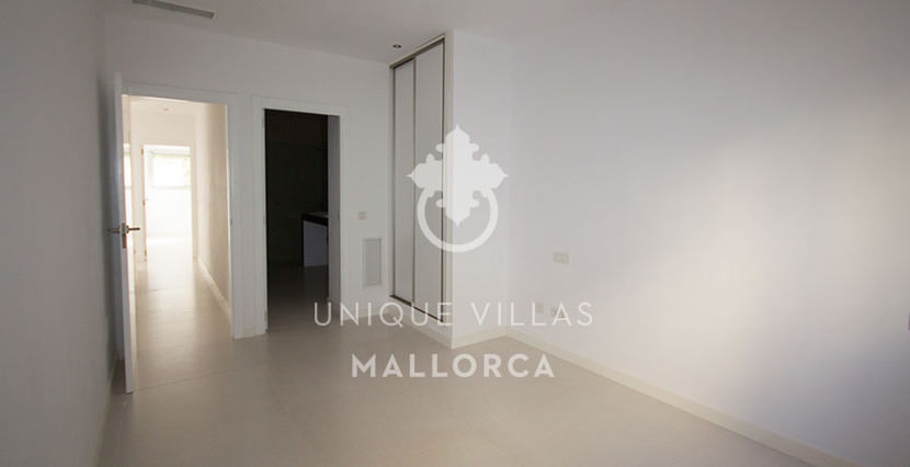 modern ground floor for sale in Santa Ponsa hallway