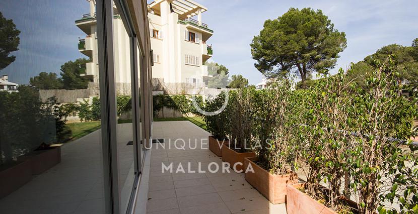 modern ground floor for sale in Santa Ponsa terrace to garden