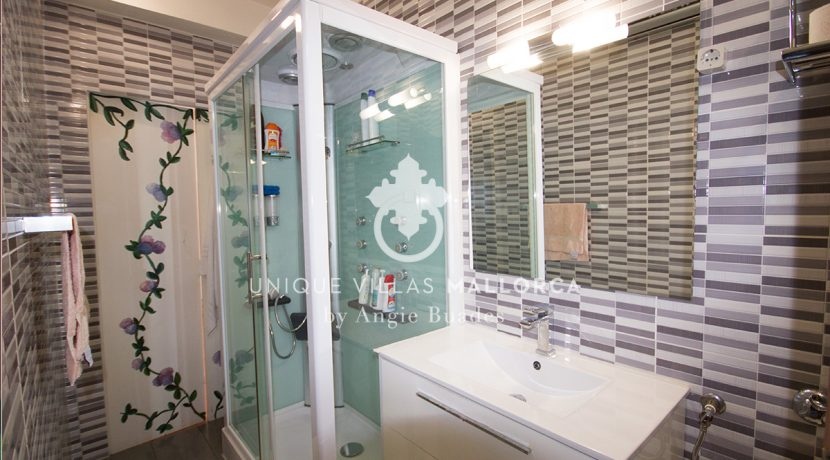 Charming property for sale in Genova uvm177 bathroom