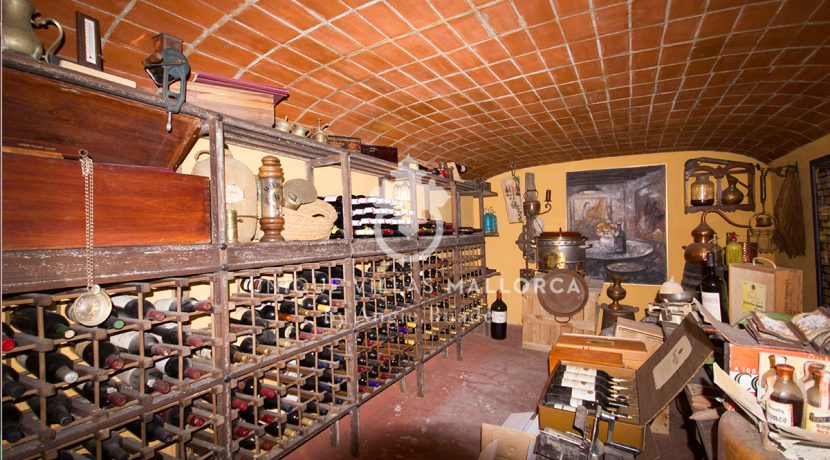 Charming property for sale in Genova uvm177 wine cellar