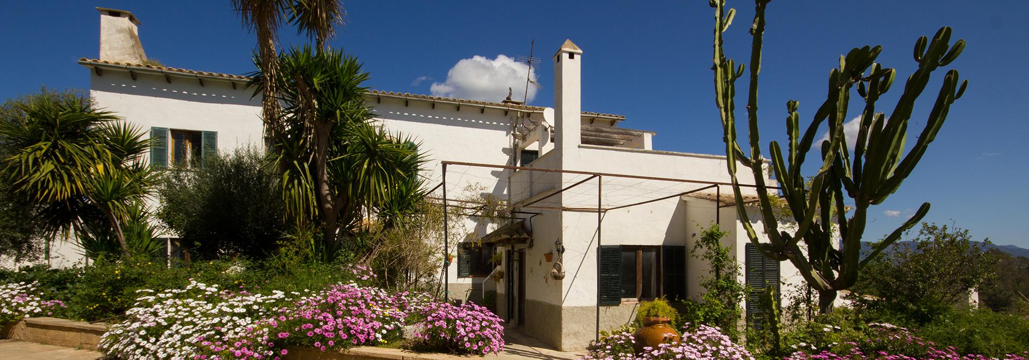 Casa a Reformar con Jardín, Piscina y Vistas Espectaculares a la Montaña en Venta cerca de Palma-uvm180