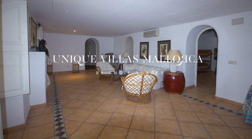 uniquevillasmallorca-property-for-sale-in-la-bonanova-uvm191.26log