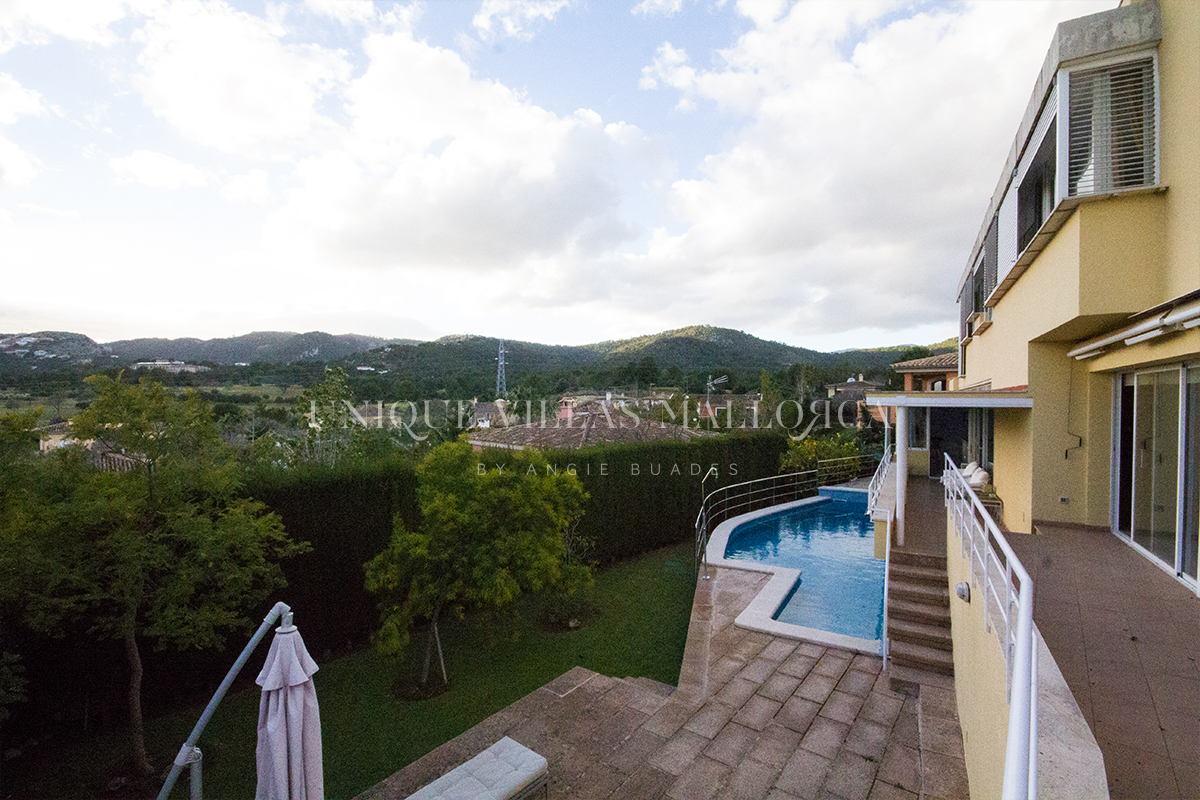 Lovely Detached House with Unbeatable Mountain Views for Sale-uvm198