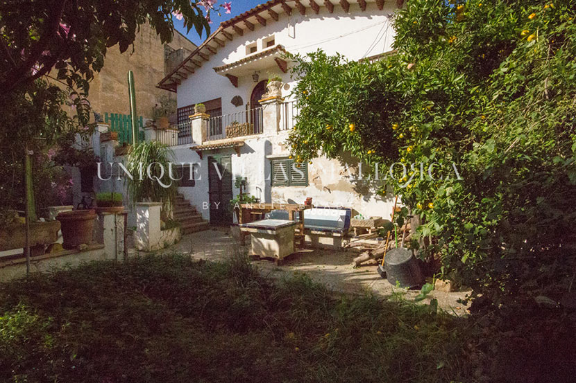 Casa con Alma y Jardín a Reformar en Venta en Son Armadans-uvm194