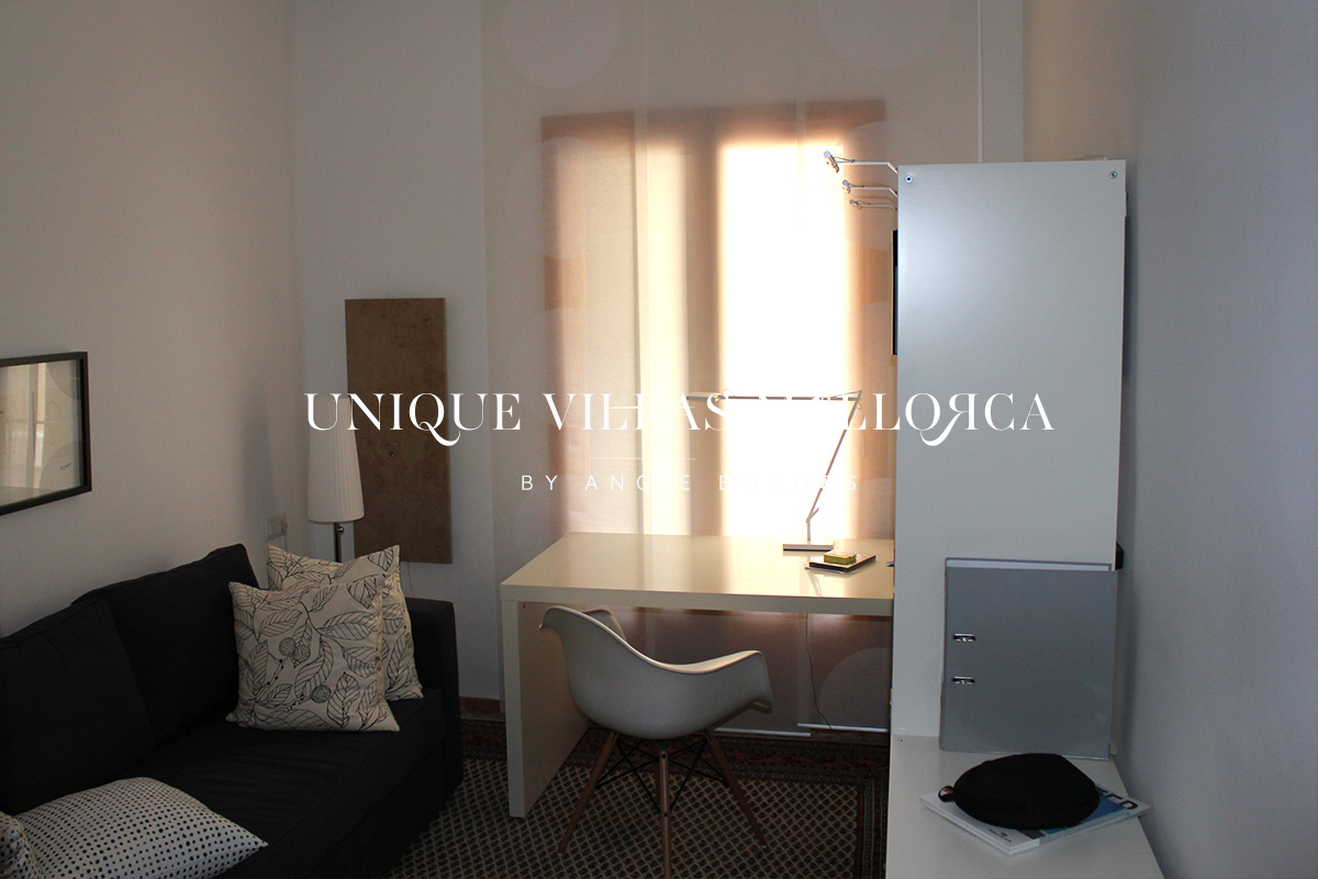 Peaceful Three bedroom Flat with Parking To Rent in the heart of the Old Town-Calatrava–ref.uvmA22
