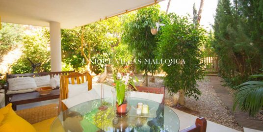 Ground floor with a spacious private garden, shared gardens and swimming pool for sale in Sol de Mallorca-uvm262
