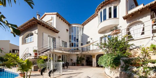 Stunning House with Garden and Swimming Pool for Sale in La Bonanova